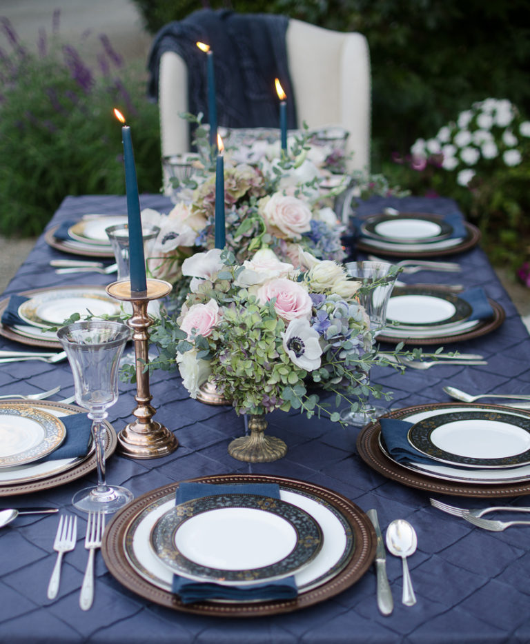 A Vintage Romantic Holiday Tablescape