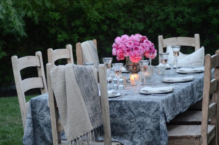 How to Set a Gorgeous Table for Any Party