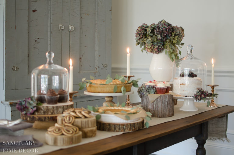Tips for Creating A Beautiful Holiday Dessert Table