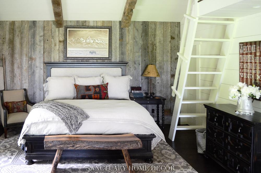 Reclaimed-Wood-Wall-Rustic-Bedroom.jpg