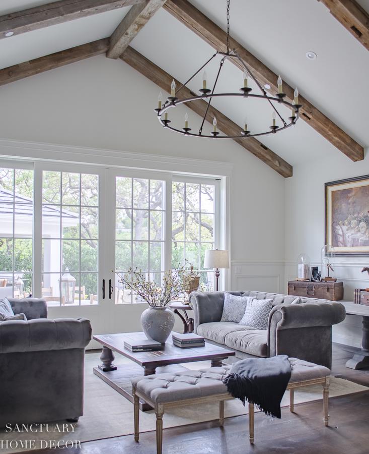 Roommate Apartment: 25 Classic Farmhouse Light Fixtures