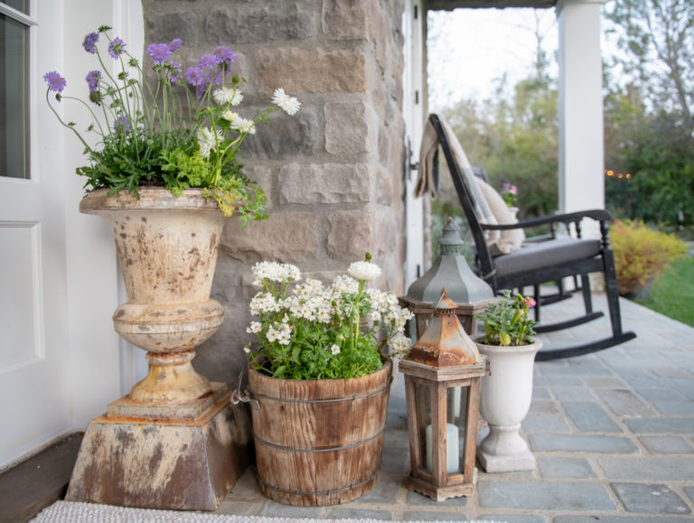 Welcome Spring: Easy Front Porch Decorating
