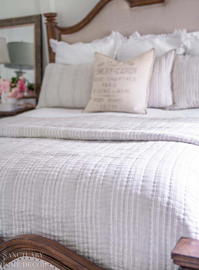 Neutral Linen quilt - Target Bedding