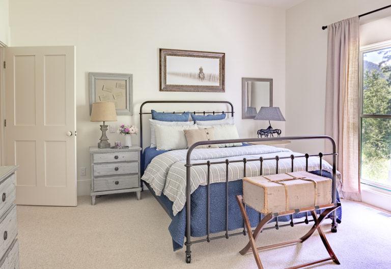 5 Guest Bedroom Essentials To Welcome Visitors