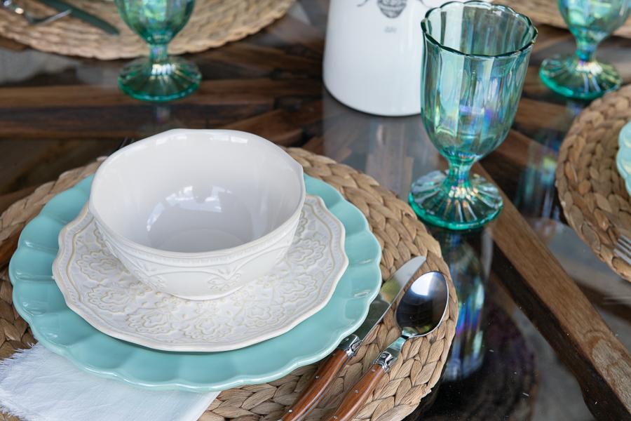 Farmhouse dinnerware