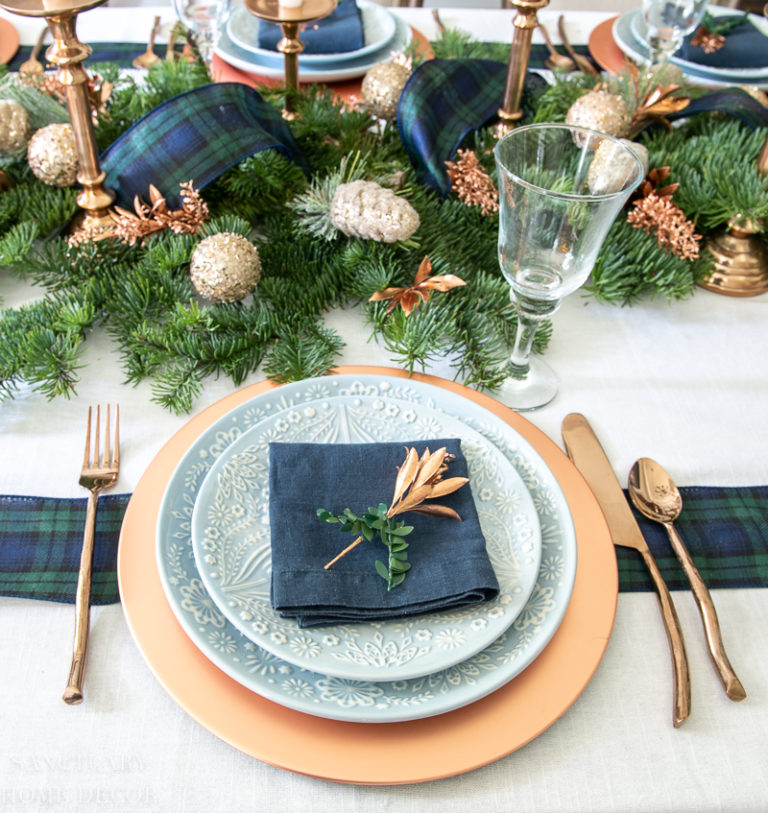 A Simple and Beautiful Holiday Table Setting