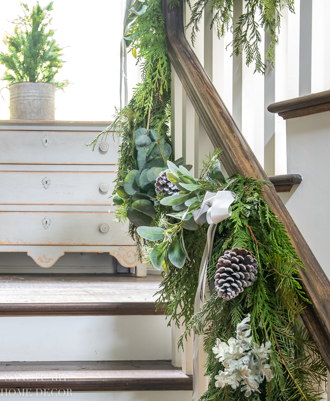 How to Decorate a Staircase With Garland
