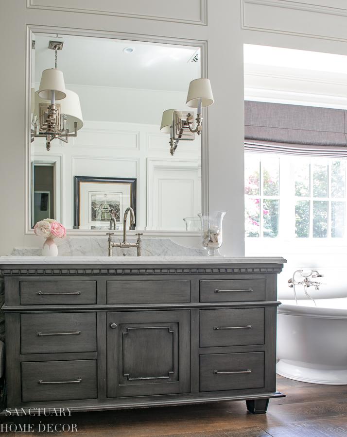 Gray and White Master Bathroom Design Ideas