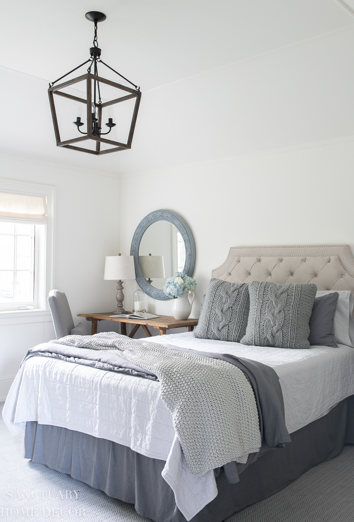 How to Decorate a Bedroom With Neutral Colors