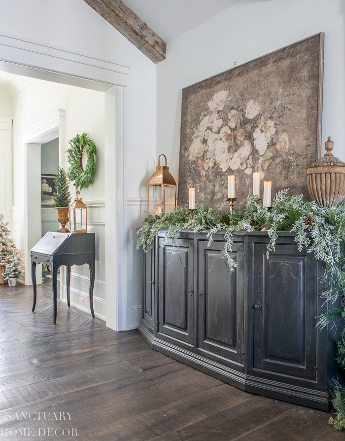 How to Style a Simple Christmas Vignette