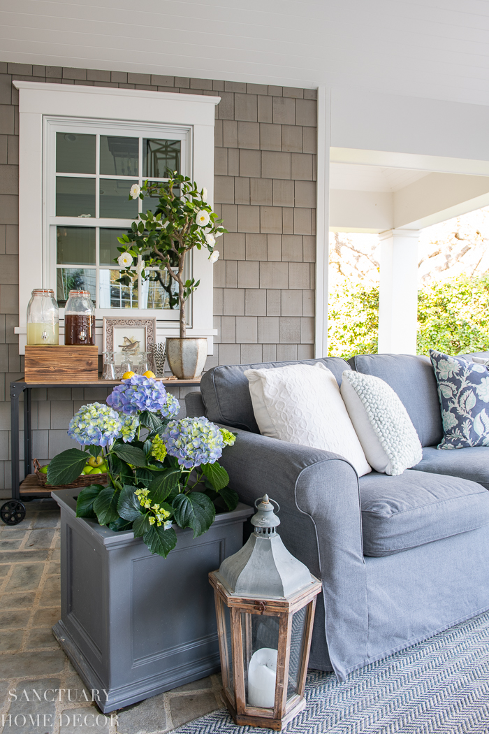 How to Decorate a Patio For Outdoor Entertaining